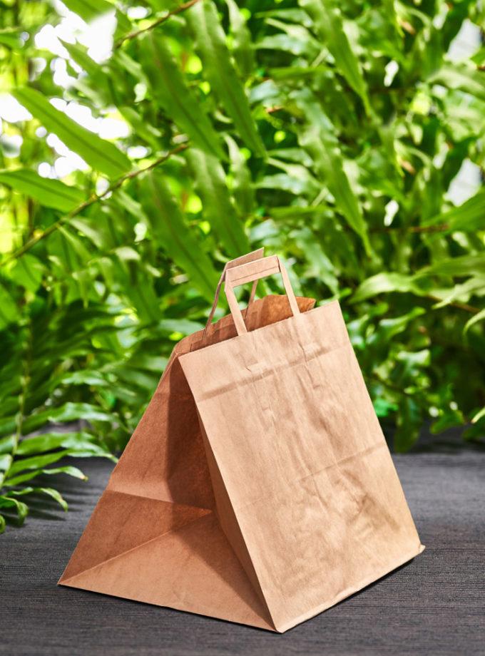 przyjazna środowisku torba papierowa w średnim rozmiarze